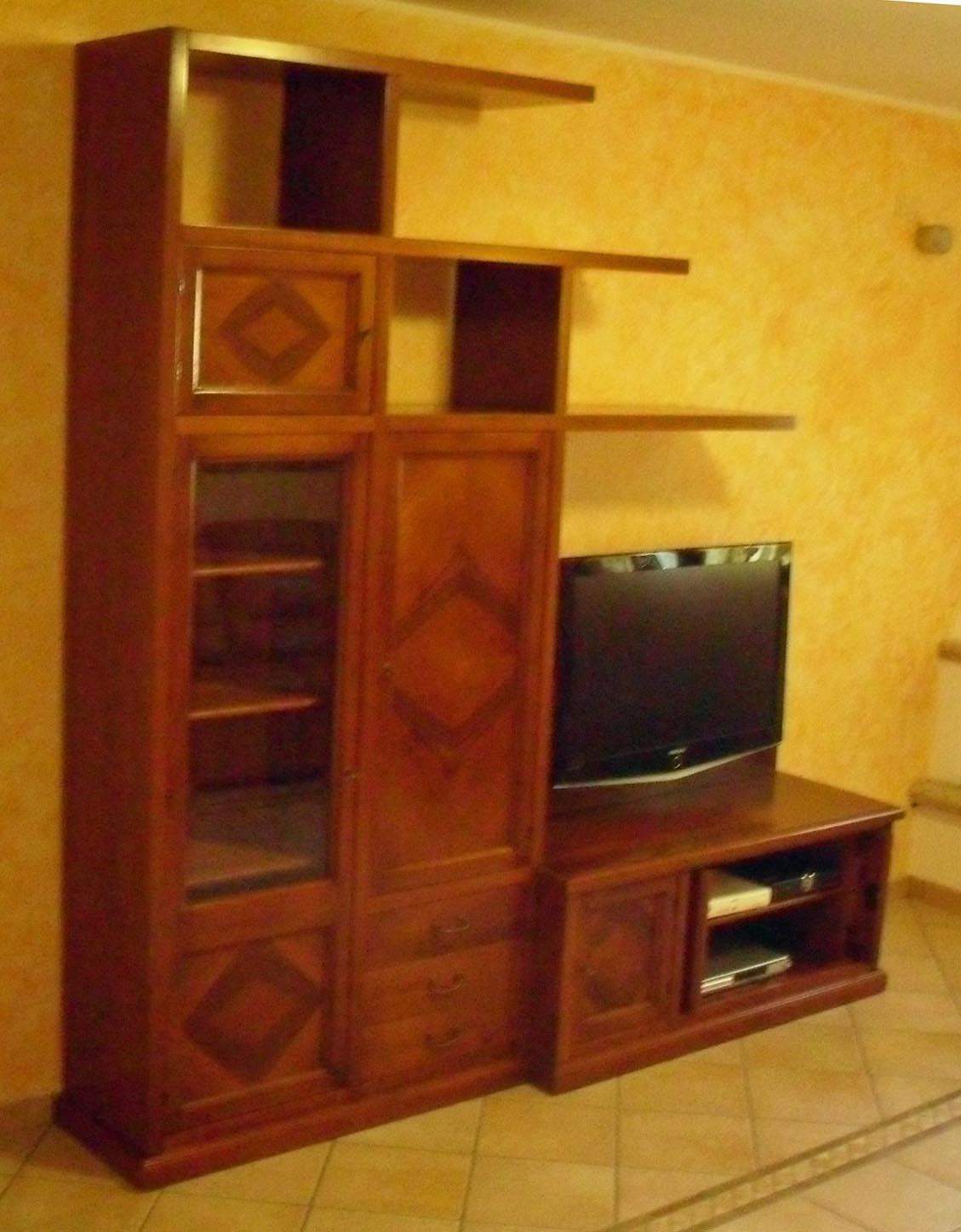 Mobile soggiorno classico su misura noce massello la for Mobile soggiorno classico