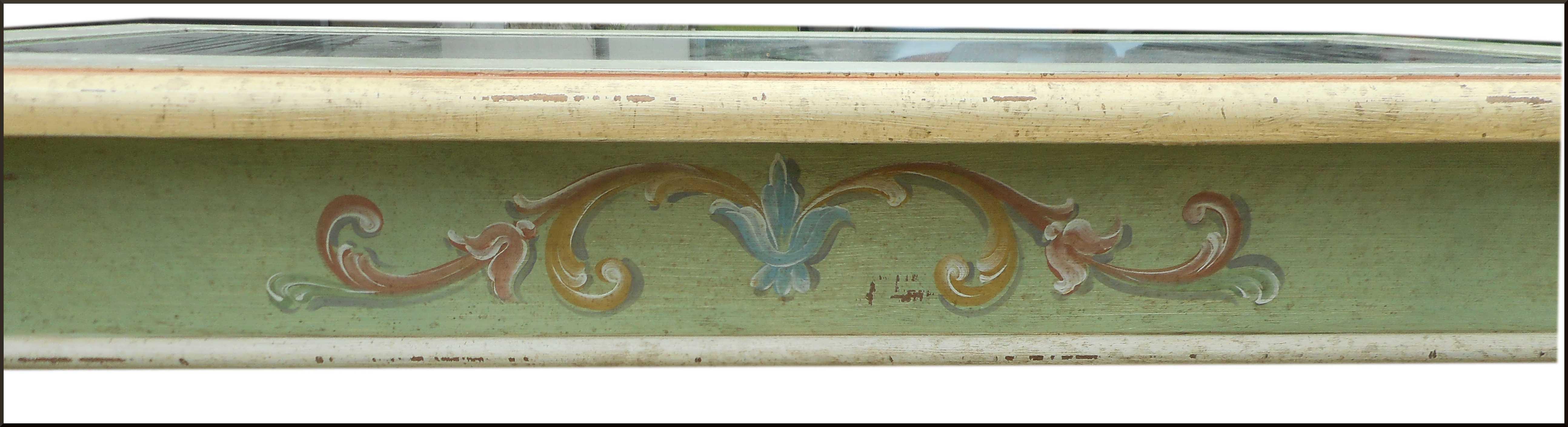 Tavolino da salotto dipinto e decorato a mano