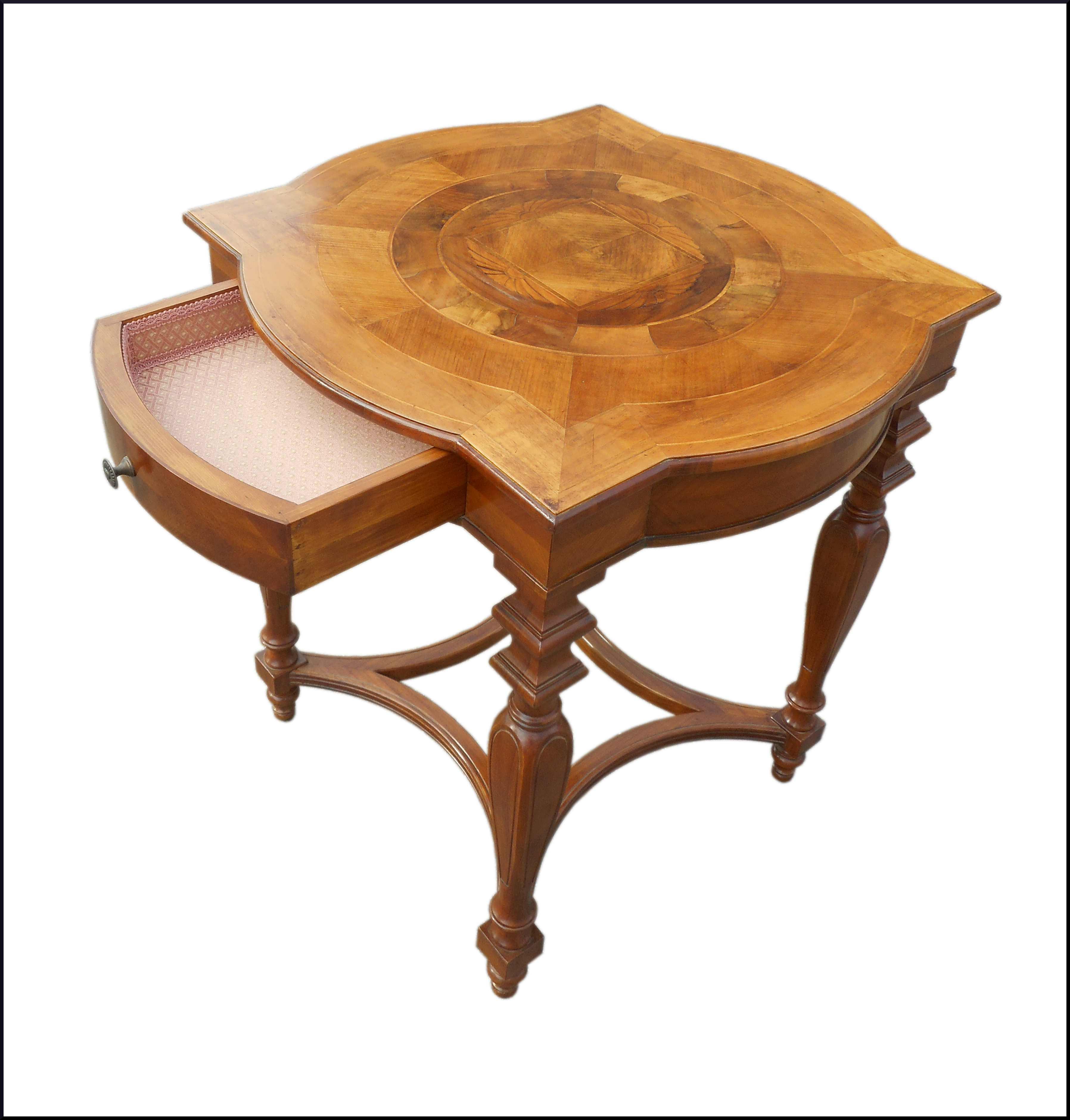 Tavolino da salotto quadrato con piano intarsiato