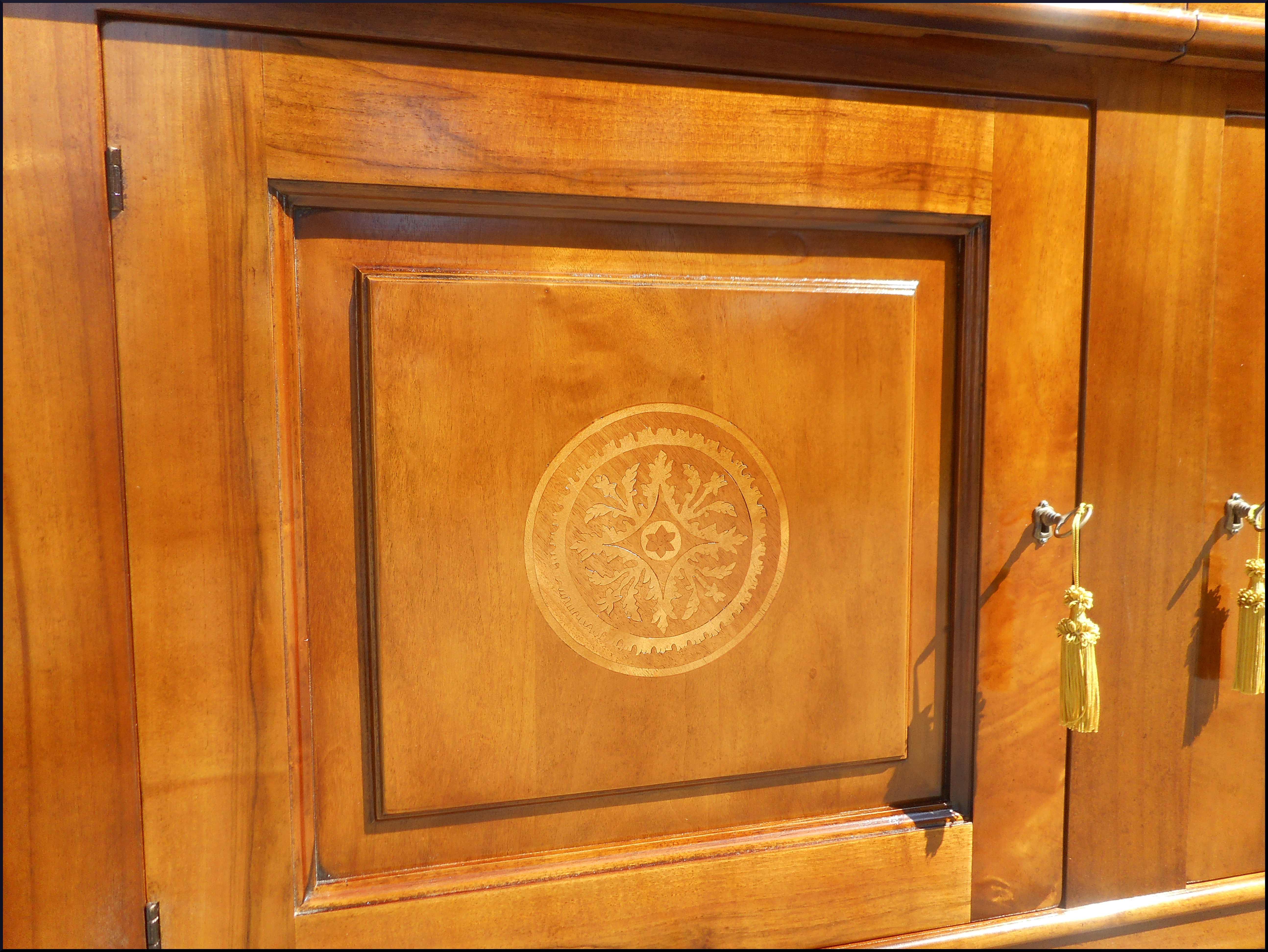 Credenzone classico due porte con intarsi