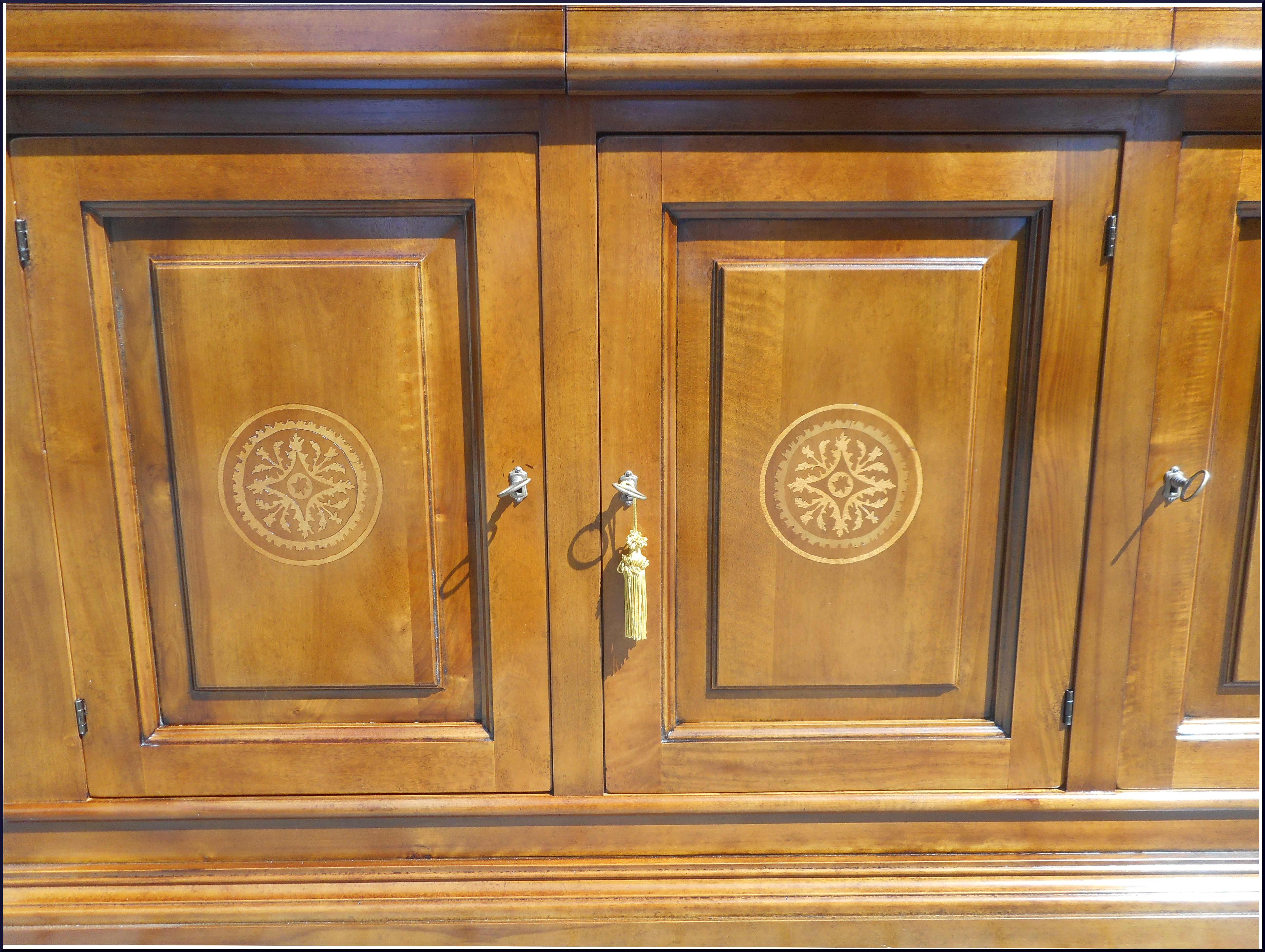 Credenza tre porte con intarsio geometrico