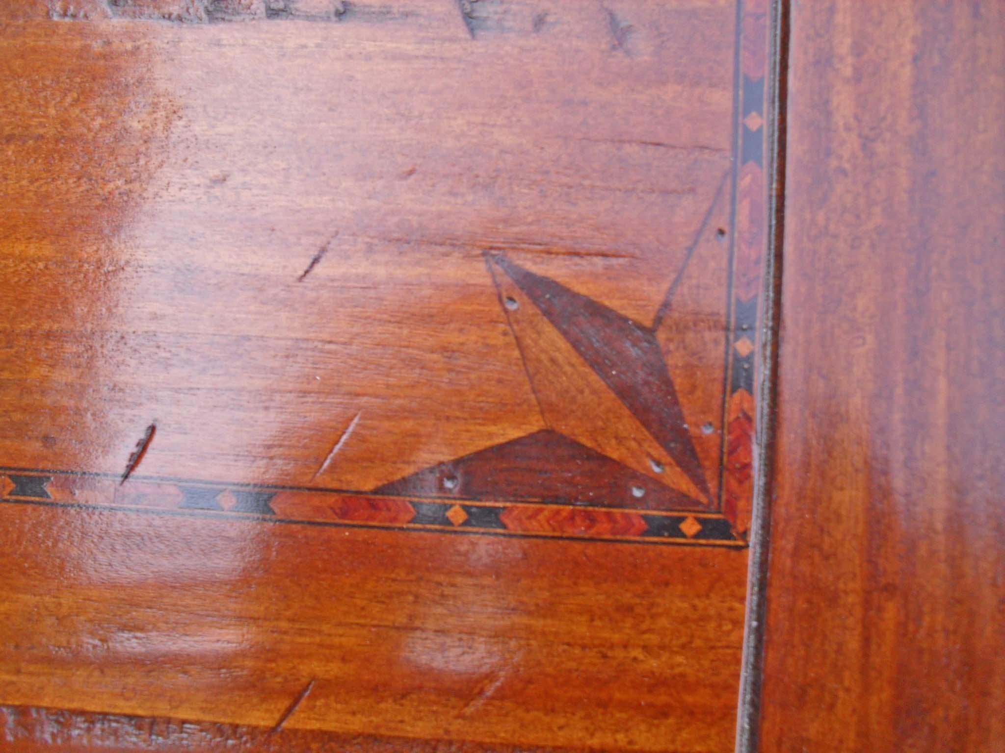 Tavolo in legno vecchio gamba francese