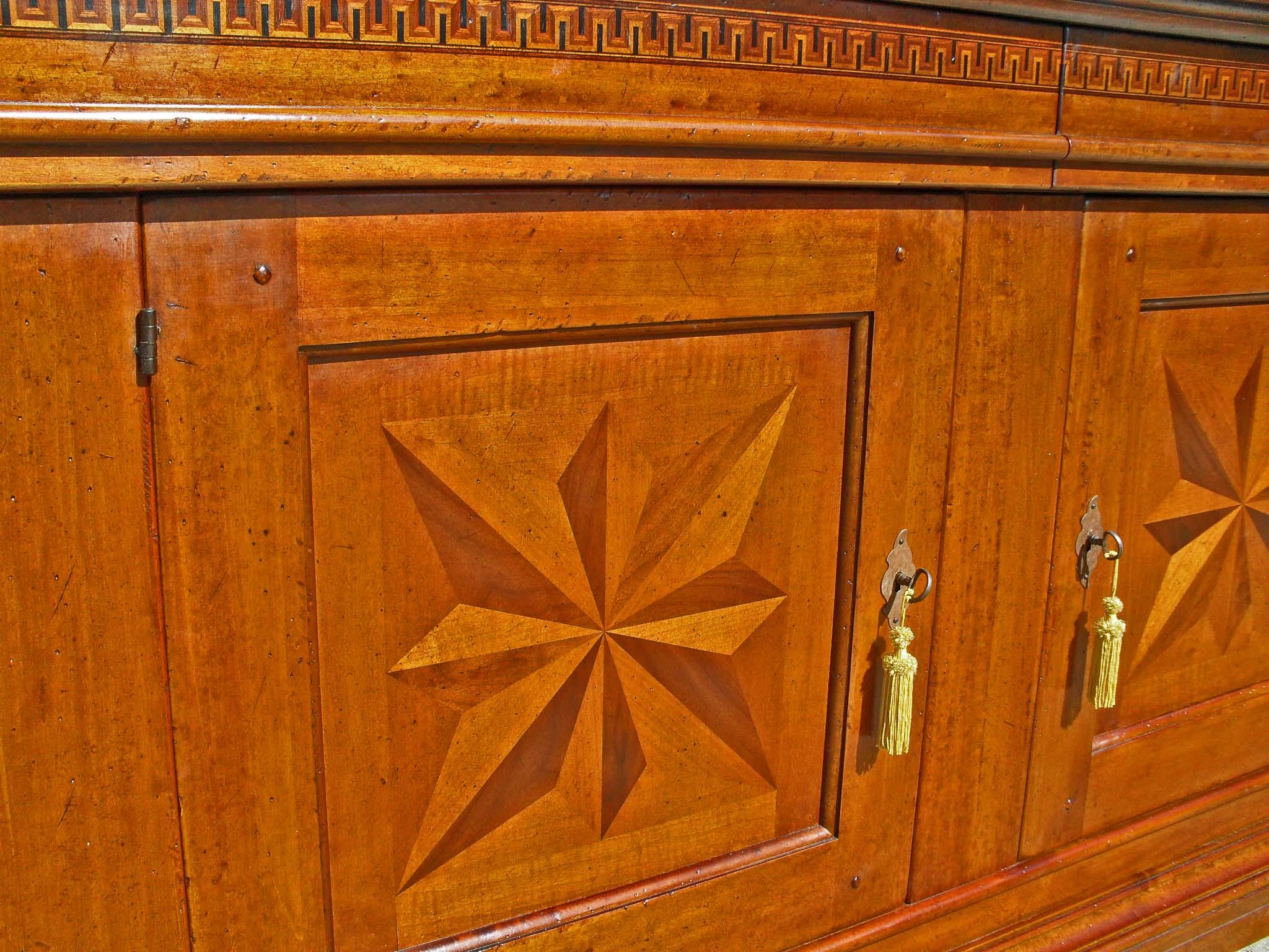 Credenza 2 porte in legno antico intarsiata
