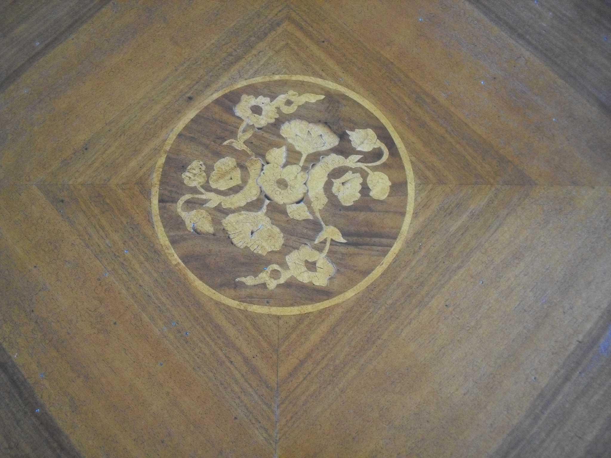 Tavolo artigianale classico ovale fisso intarsiato