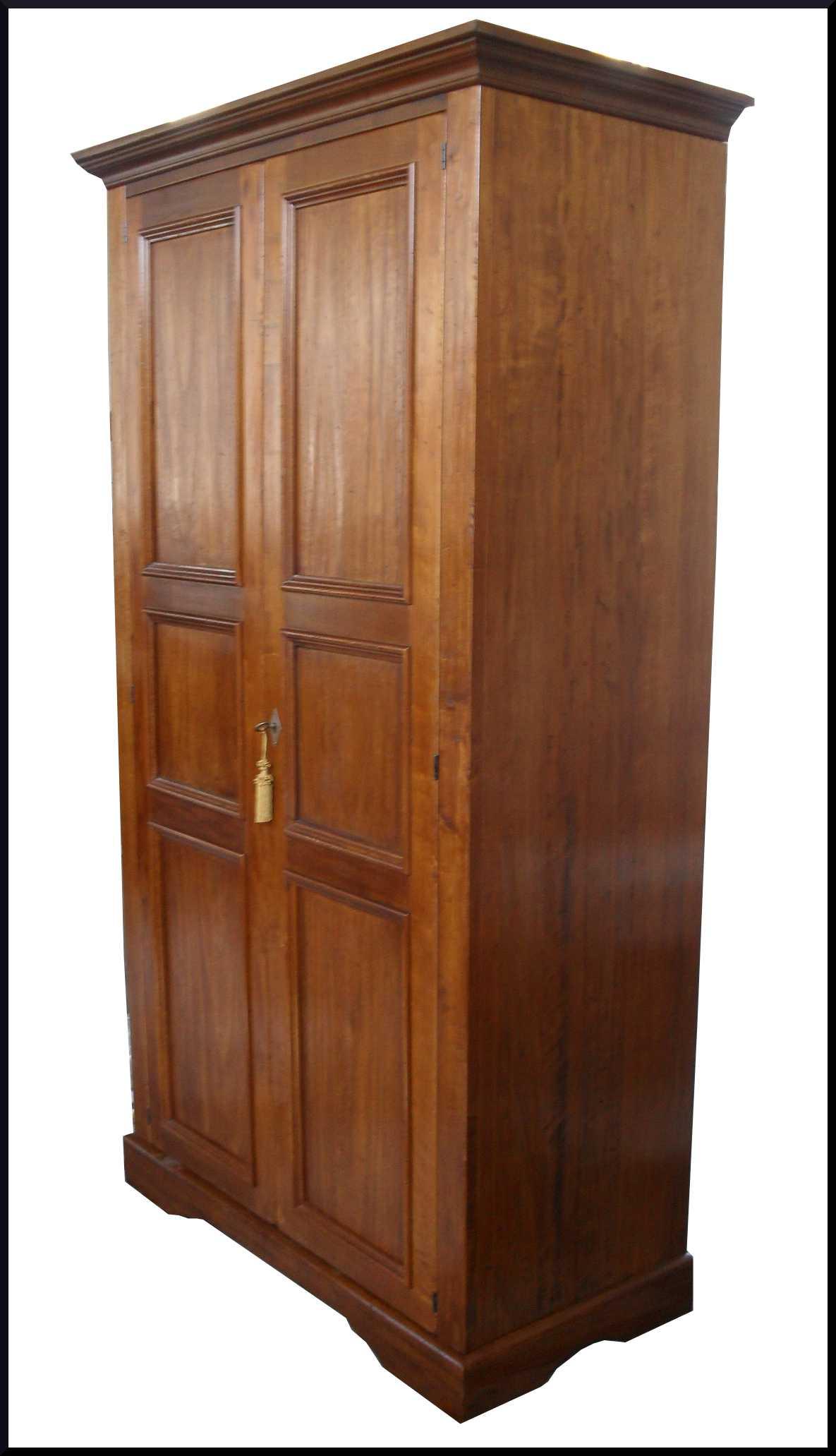 particolare armadietto 2 porte piallato a vecchio stile