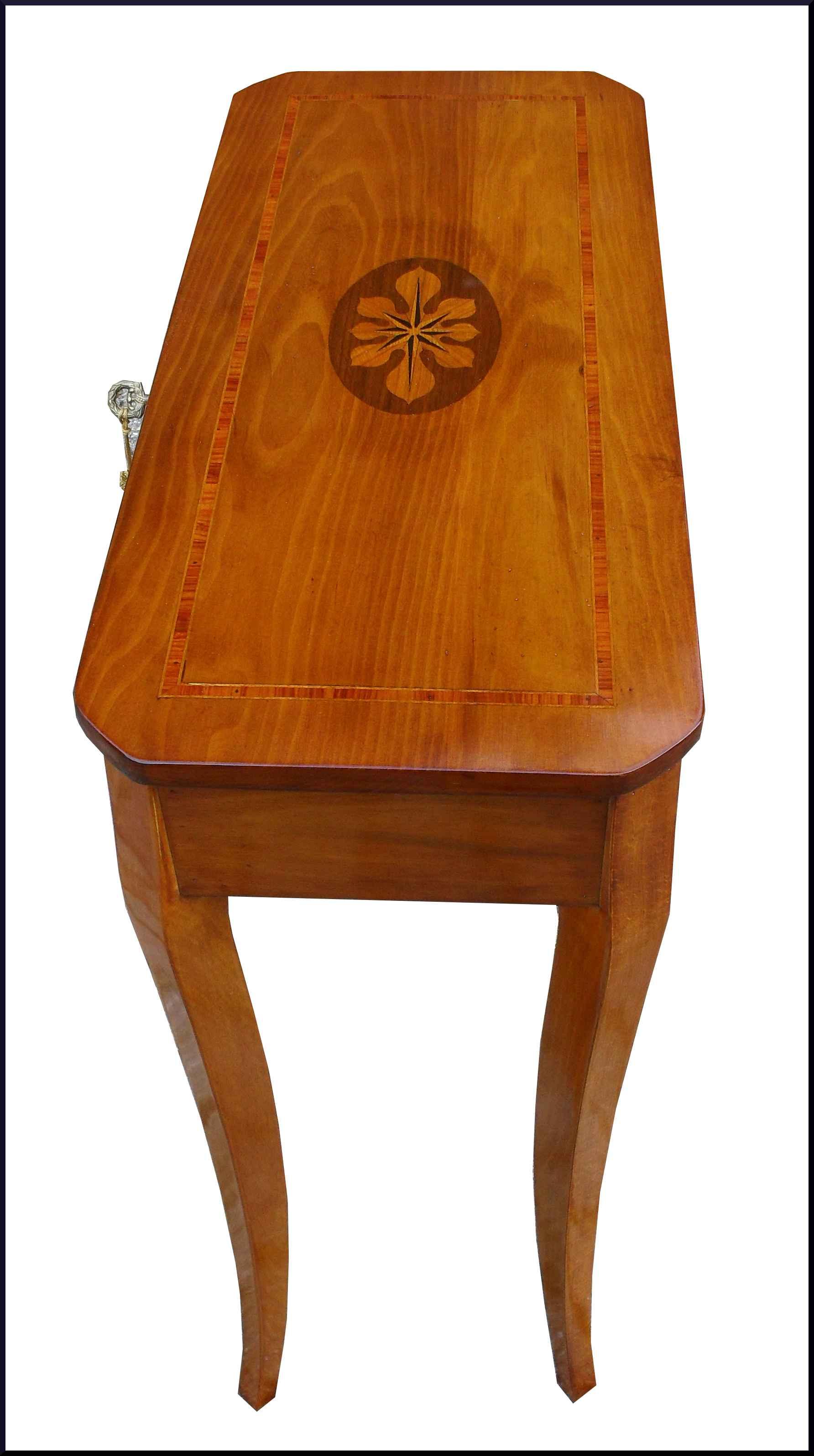 Tavolino classico intarsiato poco profondo