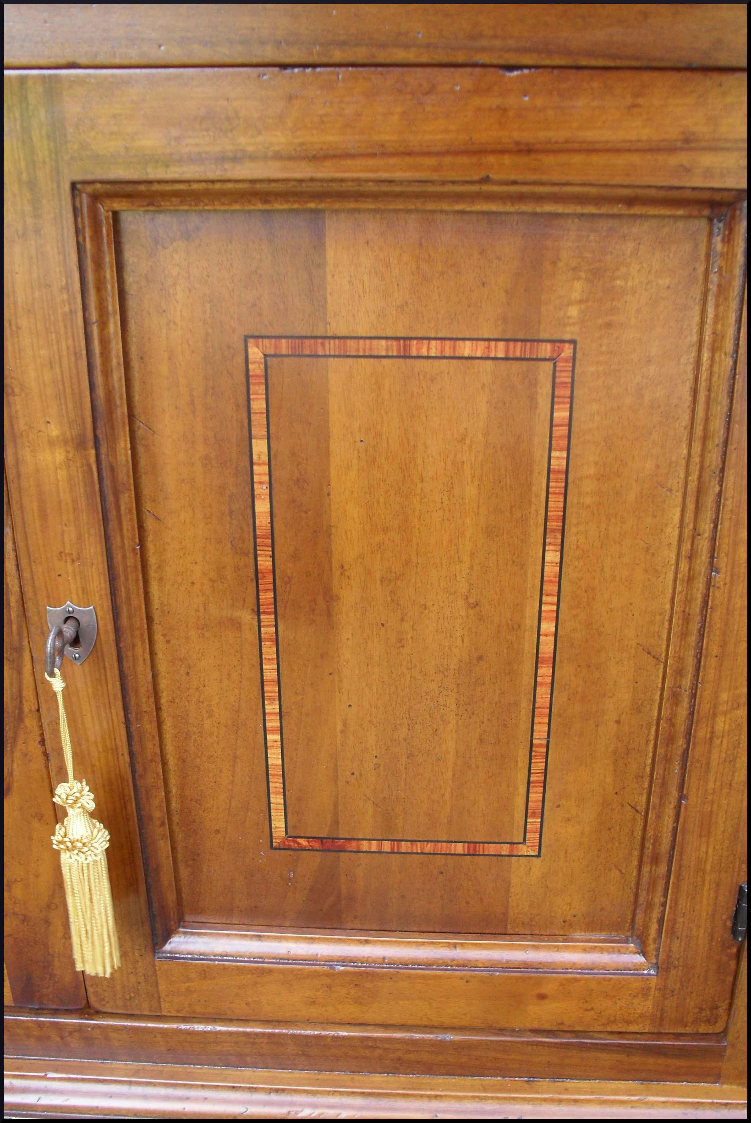 Credenzina da ingresso classica intarsiata