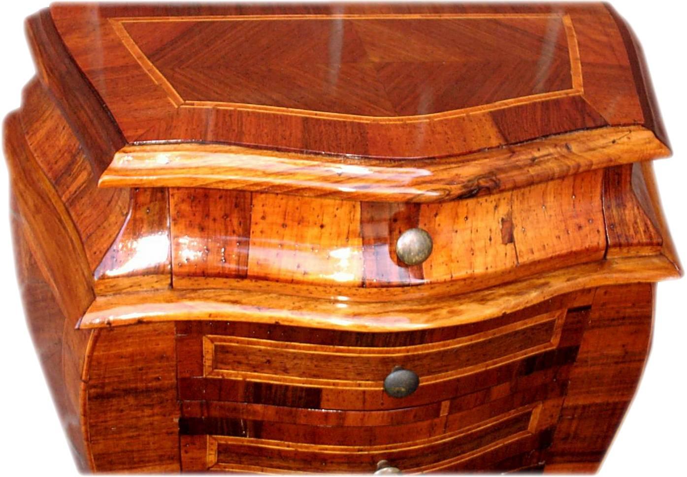 Settimanale cassettiera da ingresso vecchia cerea la for Catalogo di mobili
