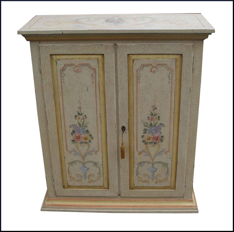 Piccola credenza a due porte dipinta in stile provenzale - La ...