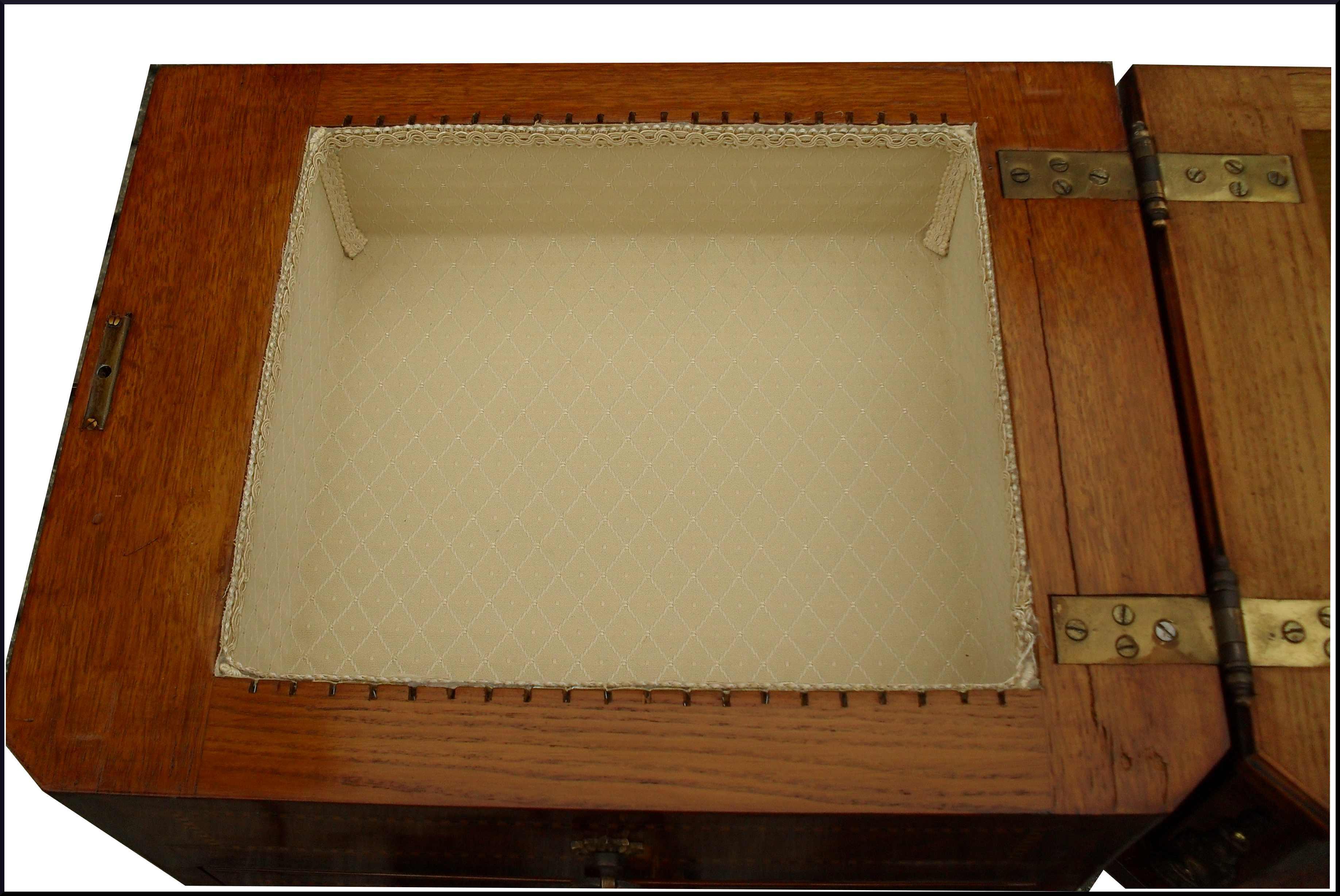Piccola cassettierina autentica con segreti