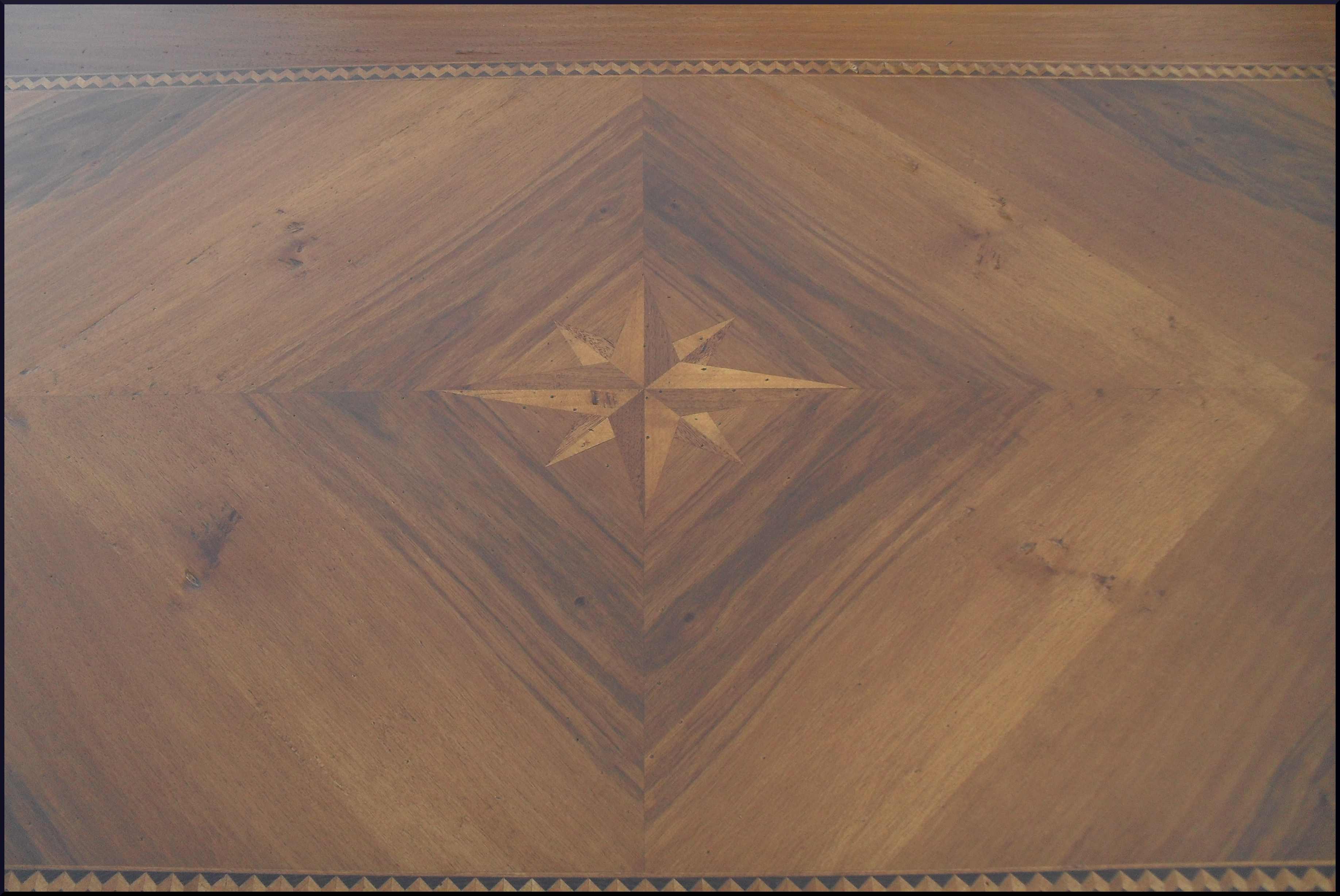 Tavolo classico fisso con piano intarsiato