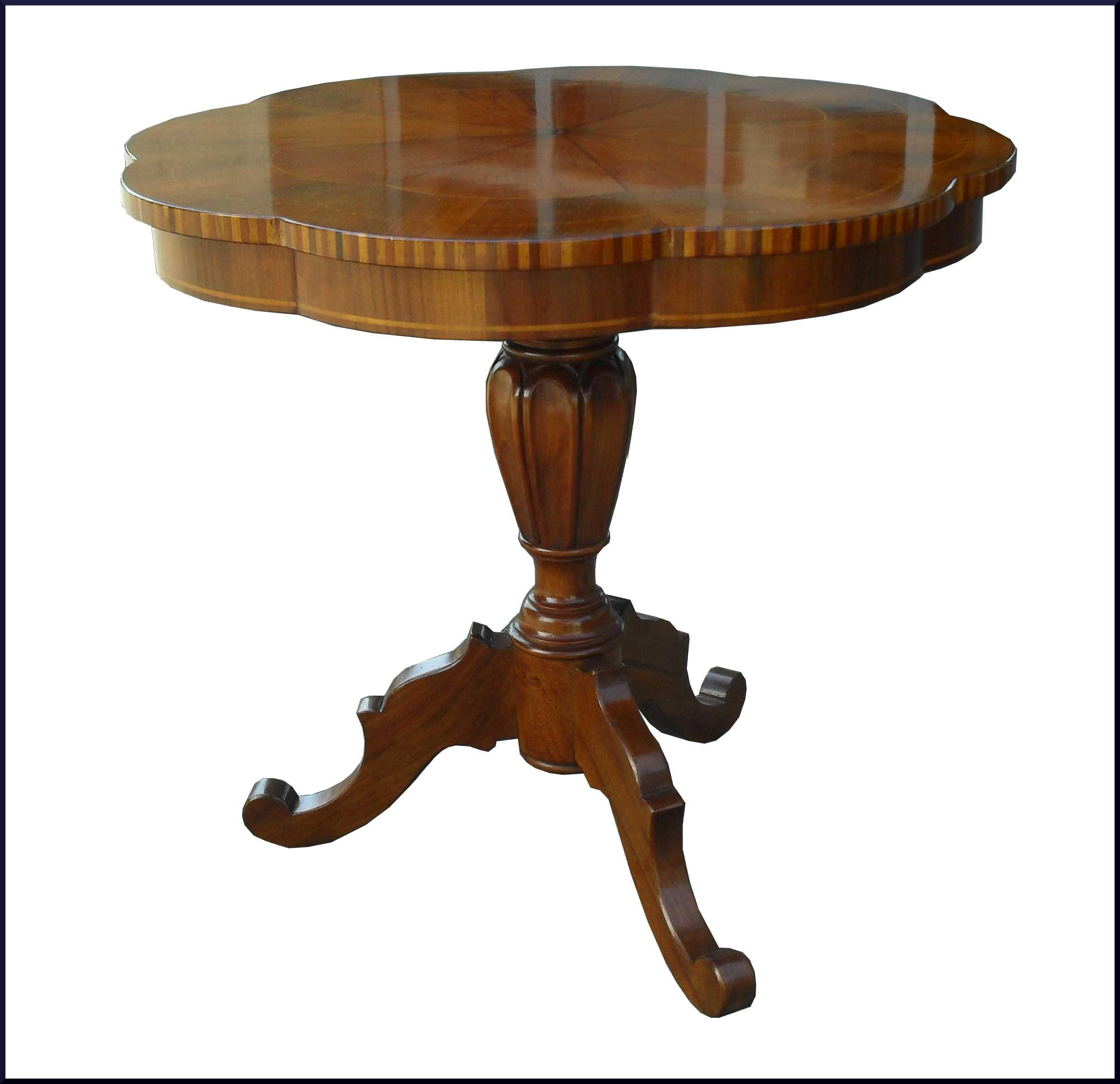 Tavolino da salotto basso con piano sagomato
