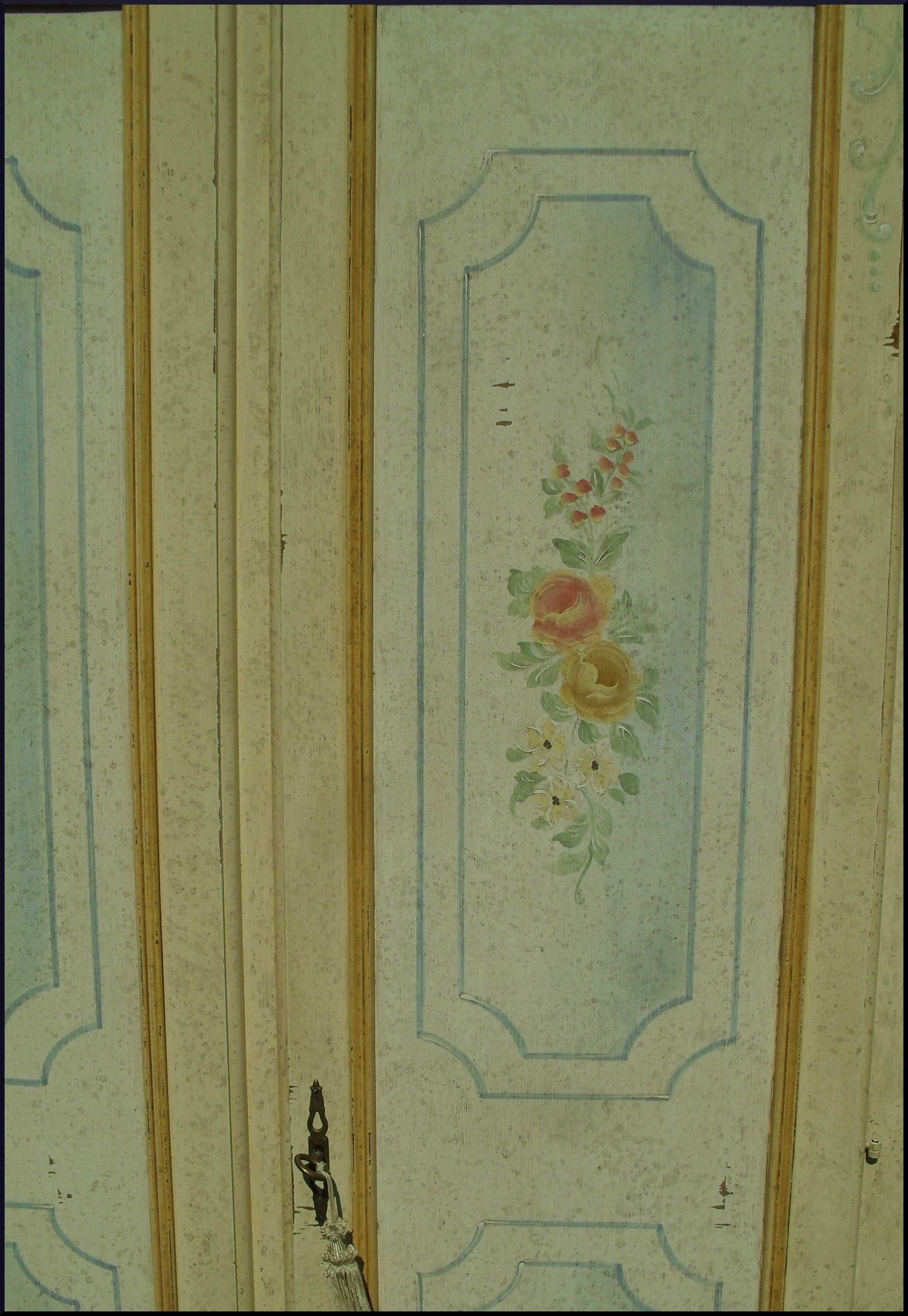 Armadio dispensa in nicchia dipinto a mano