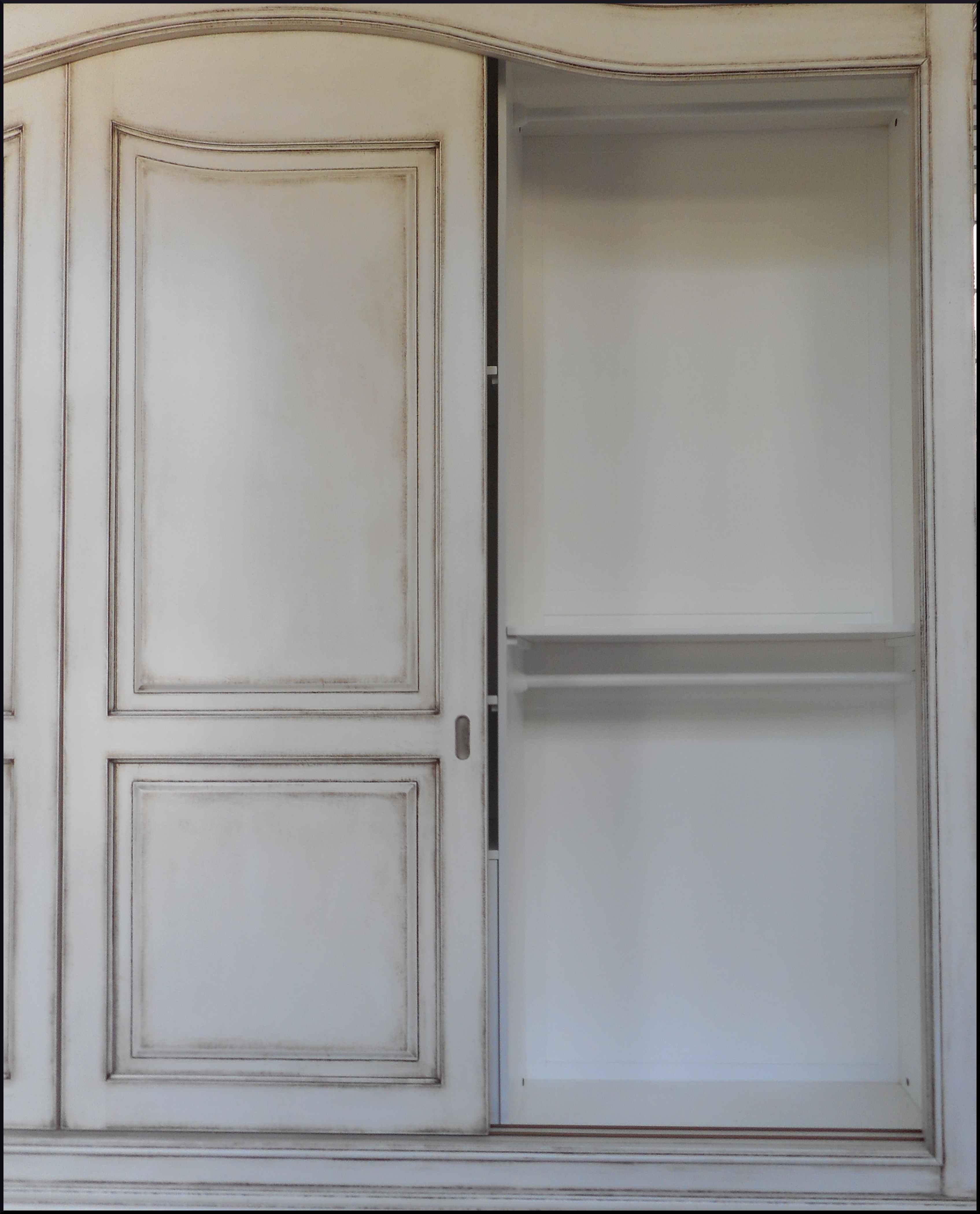 Armadio tre porte scorrevoli laccato