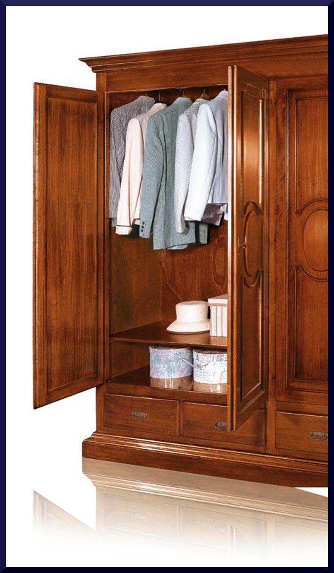 Armadio guardaroba in stile classico arte povera la - I mobili nel guardaroba ...