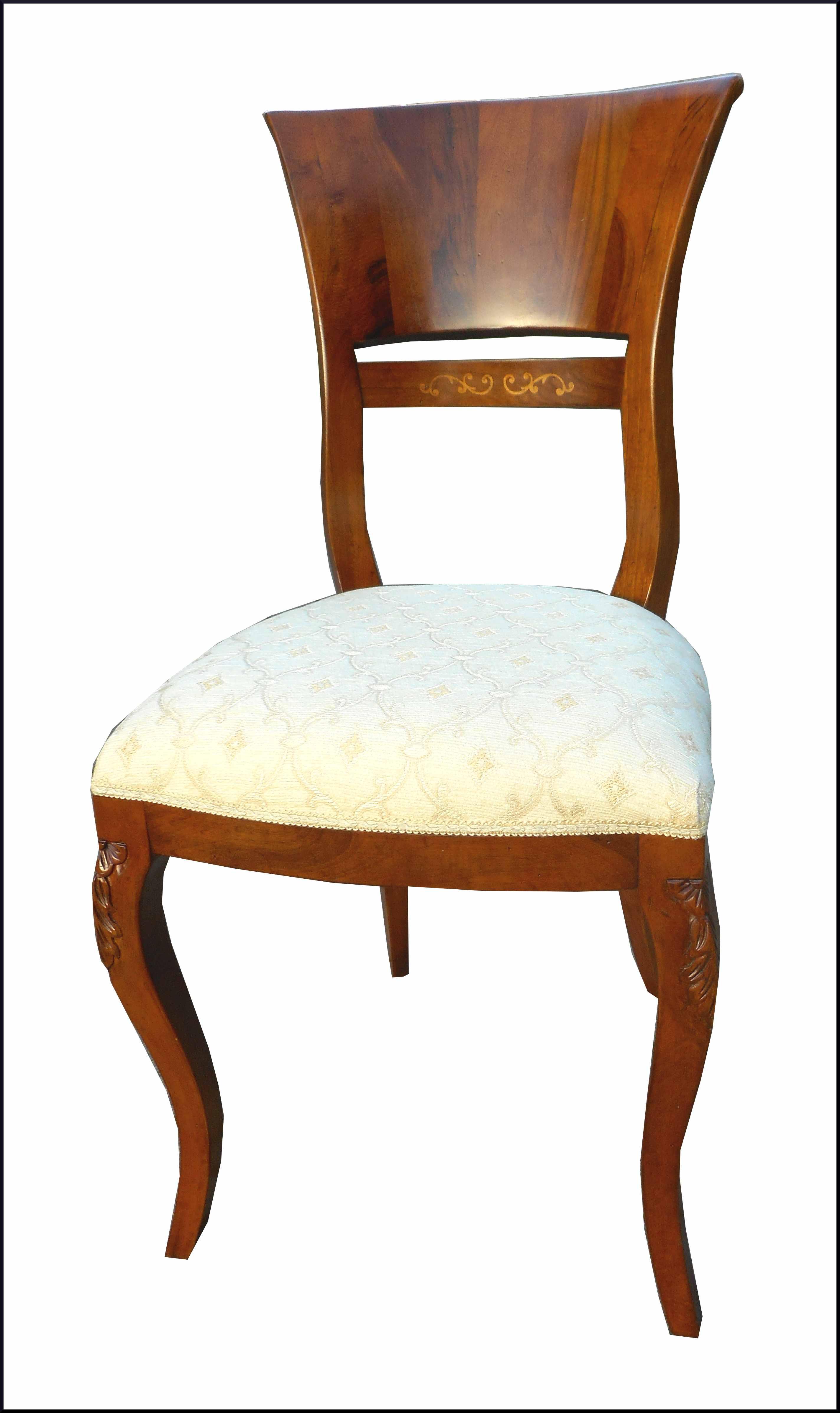 Elegante sedia con gamba intagliata
