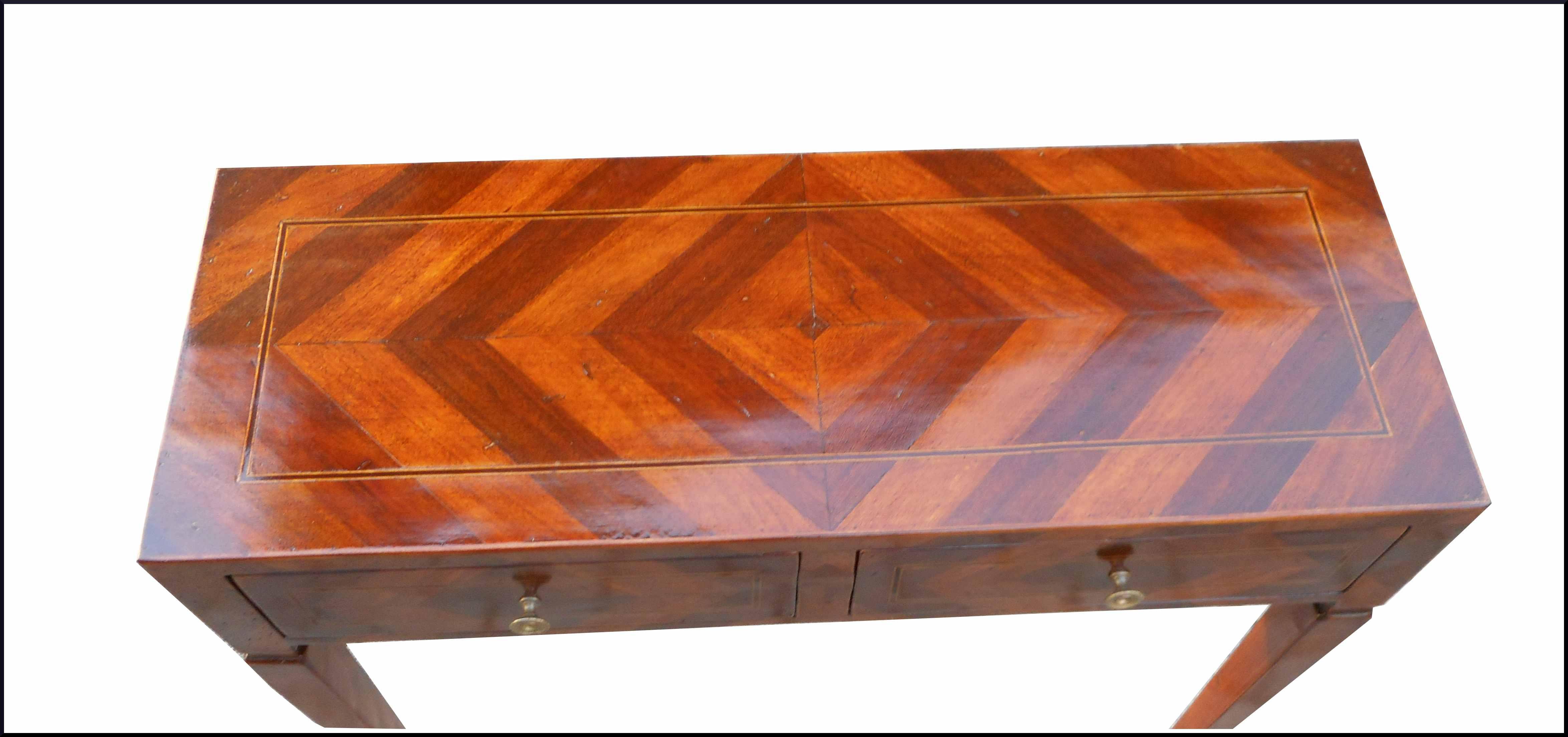 Piccolo tavolino da ingresso con venatura spinata