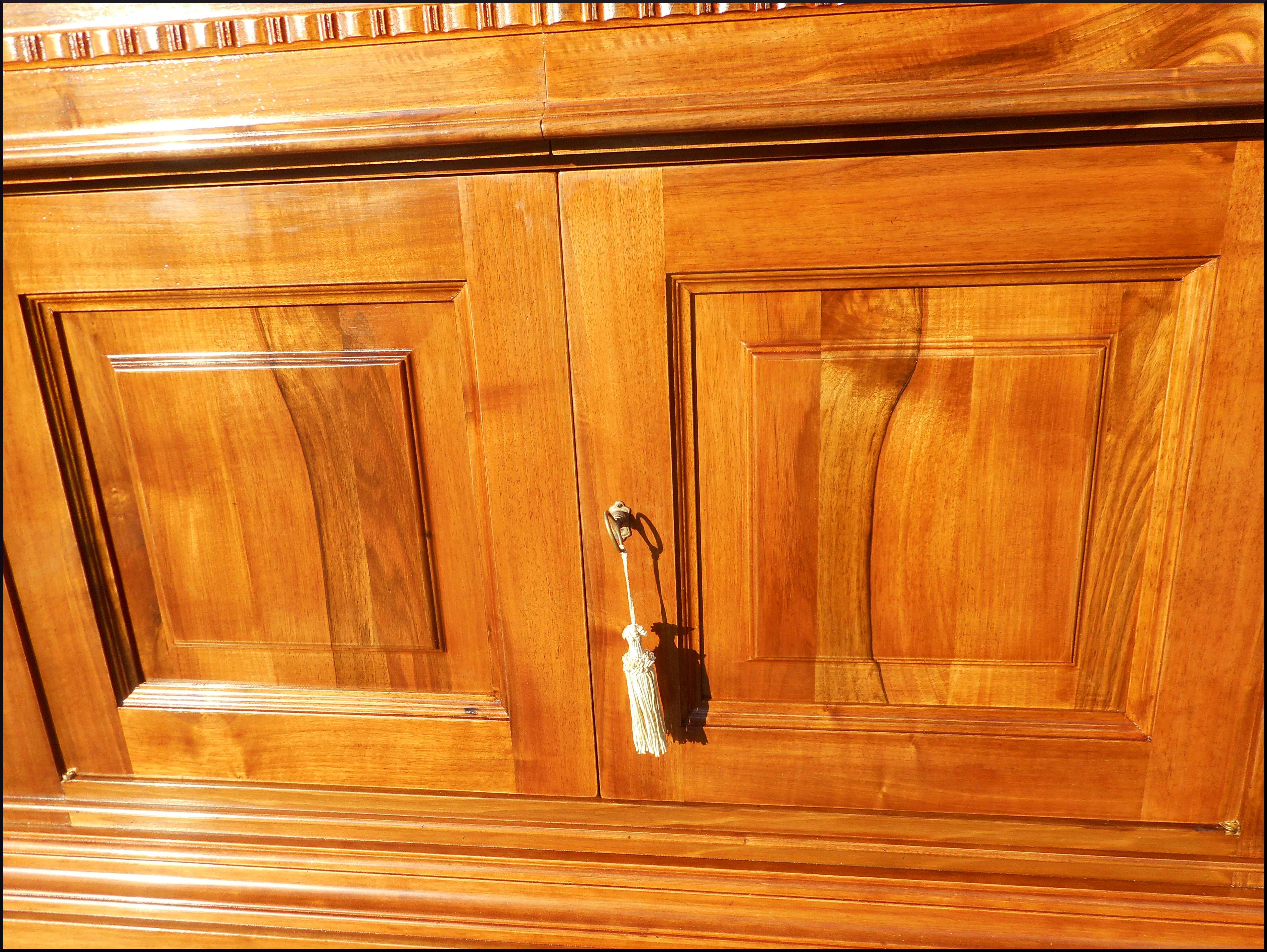 Credenza classica bassa con antine e cassetti