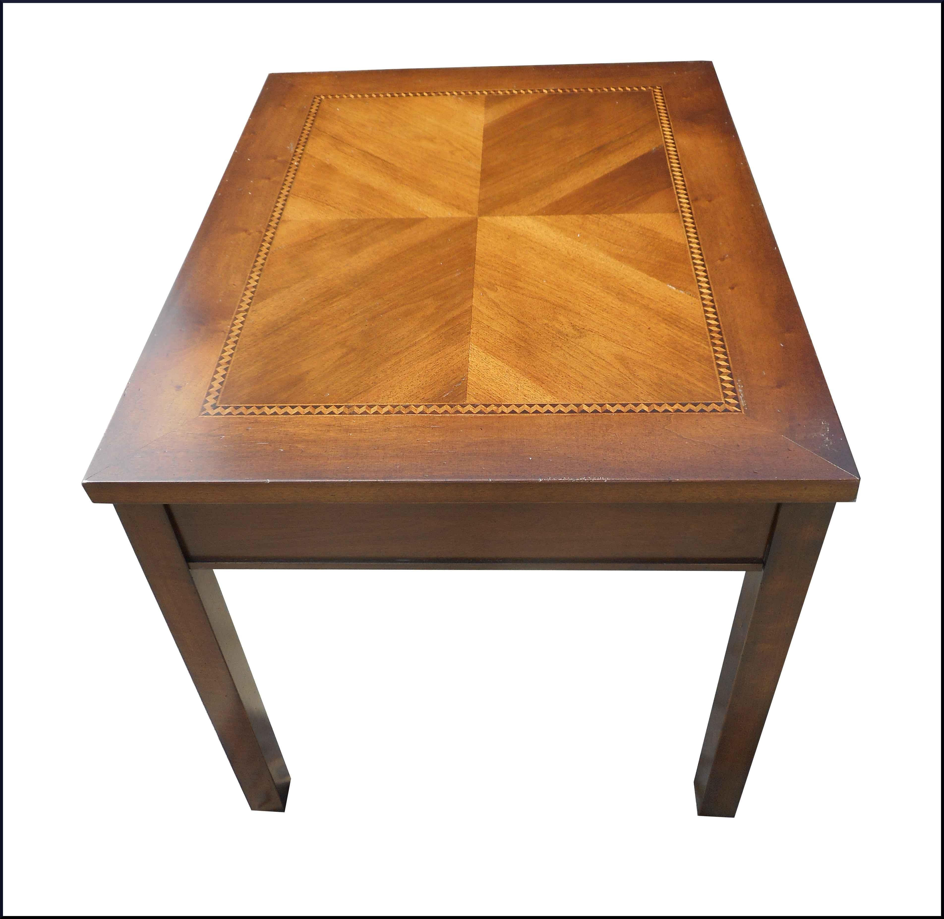 Tavolo da cucina con intarsio e filettature