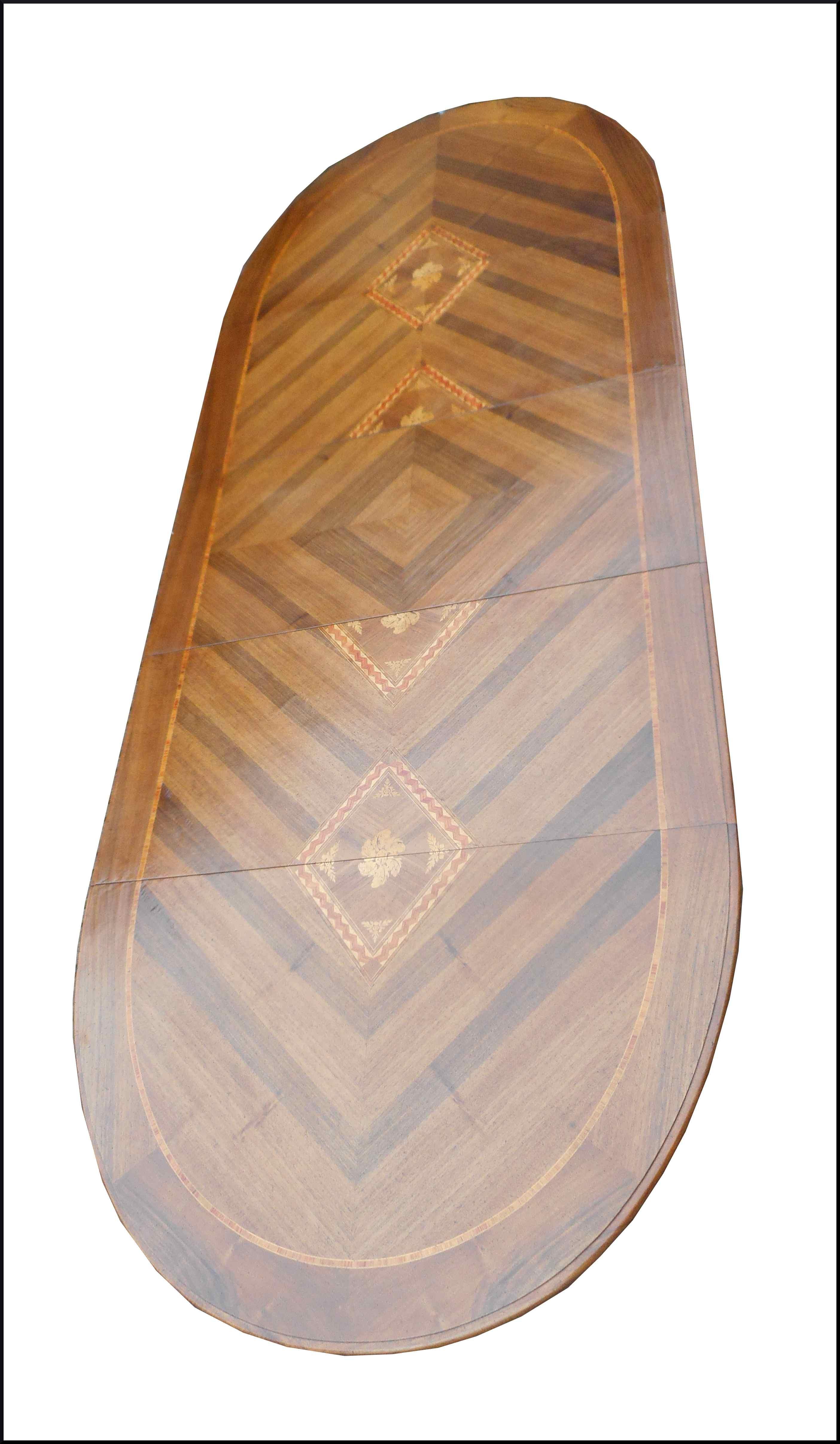 Tavolo allungabile ovale con intarsi