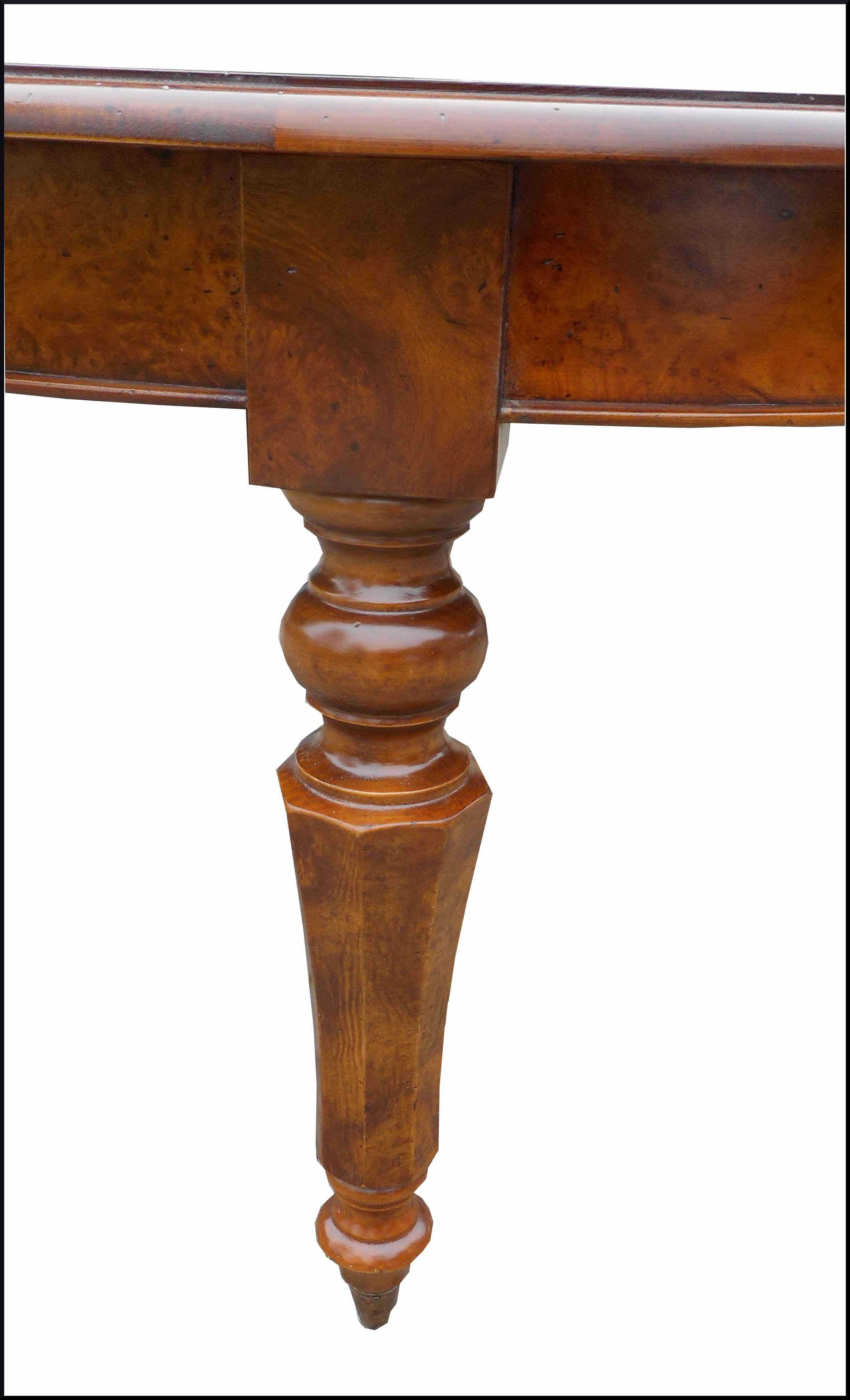 Tavolo ovale con rotelle intarsiato