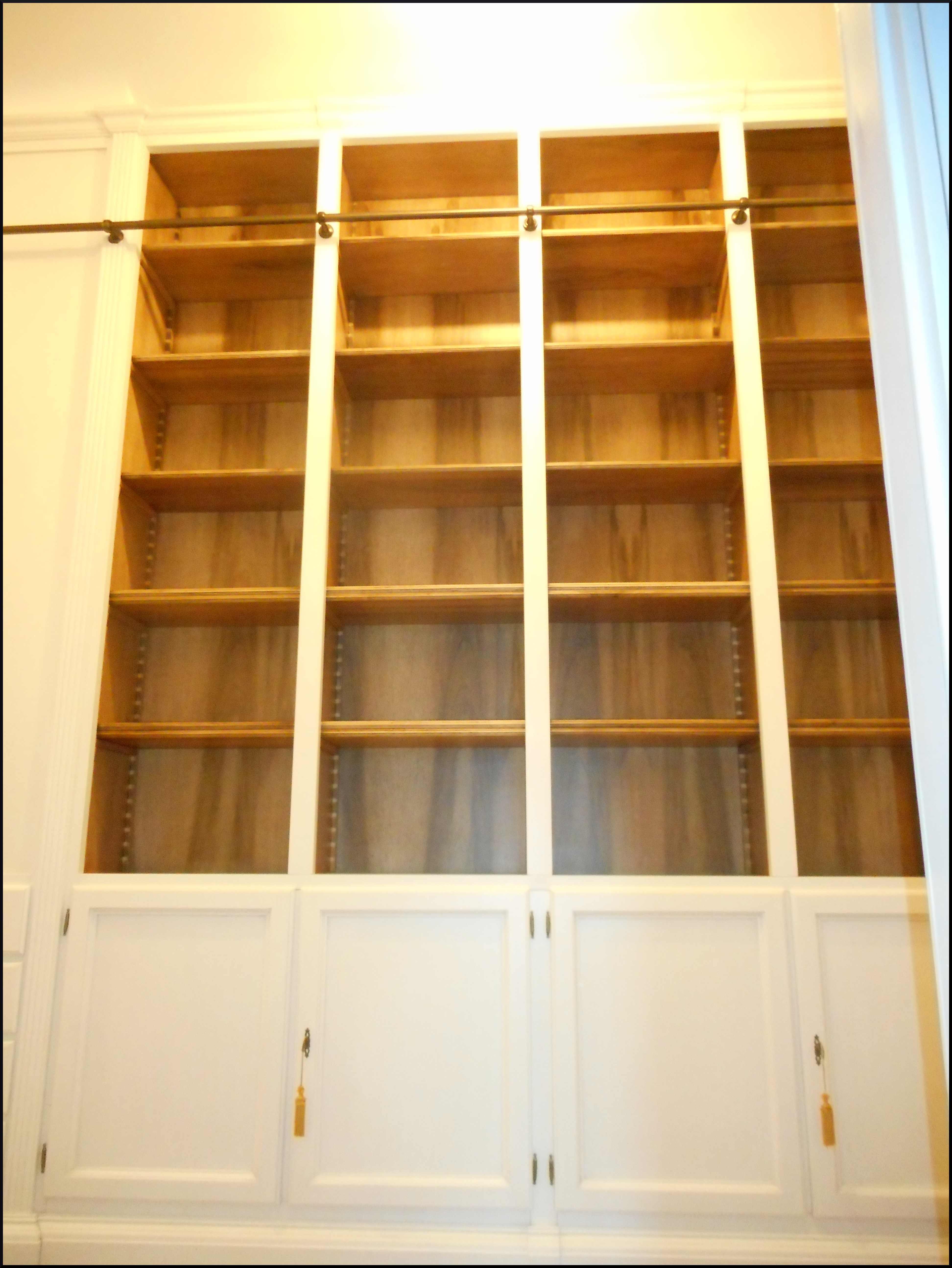 Libreria da ingresso con scaletta