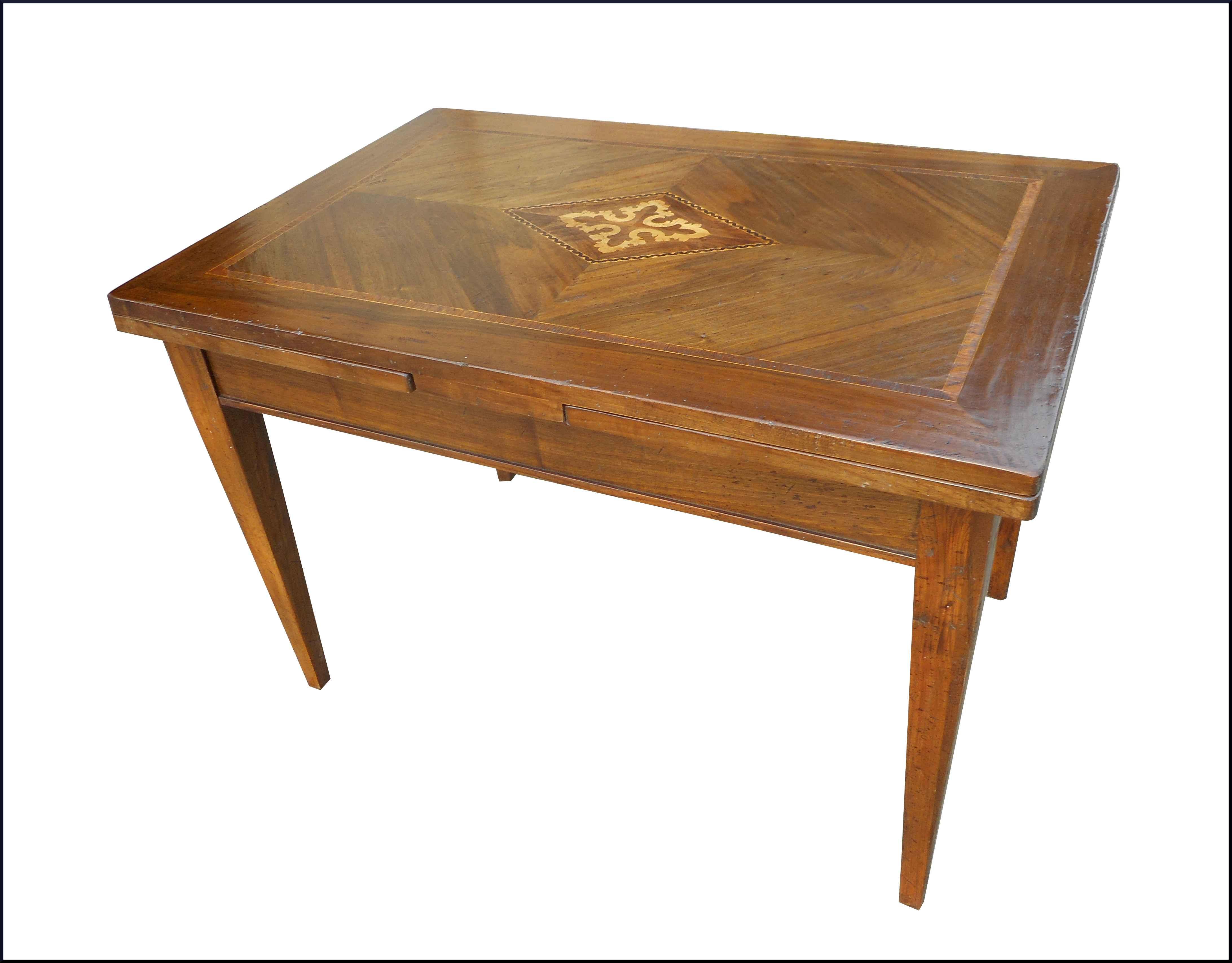 Tavolo in stile antico con piano intarsiato