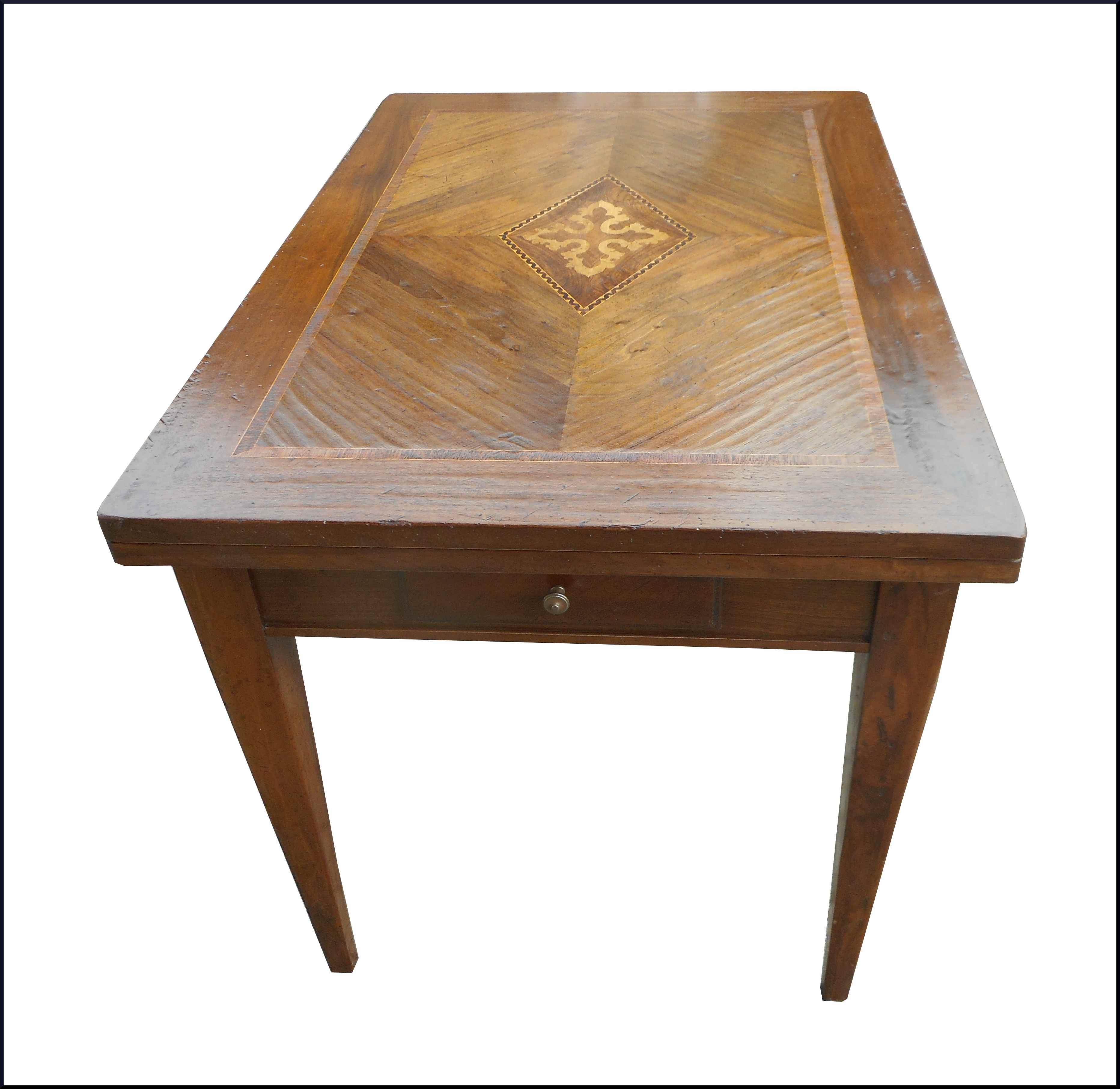 Tavolo in legno invecchiato con intarsi la commode di for Tavolo legno intarsiato