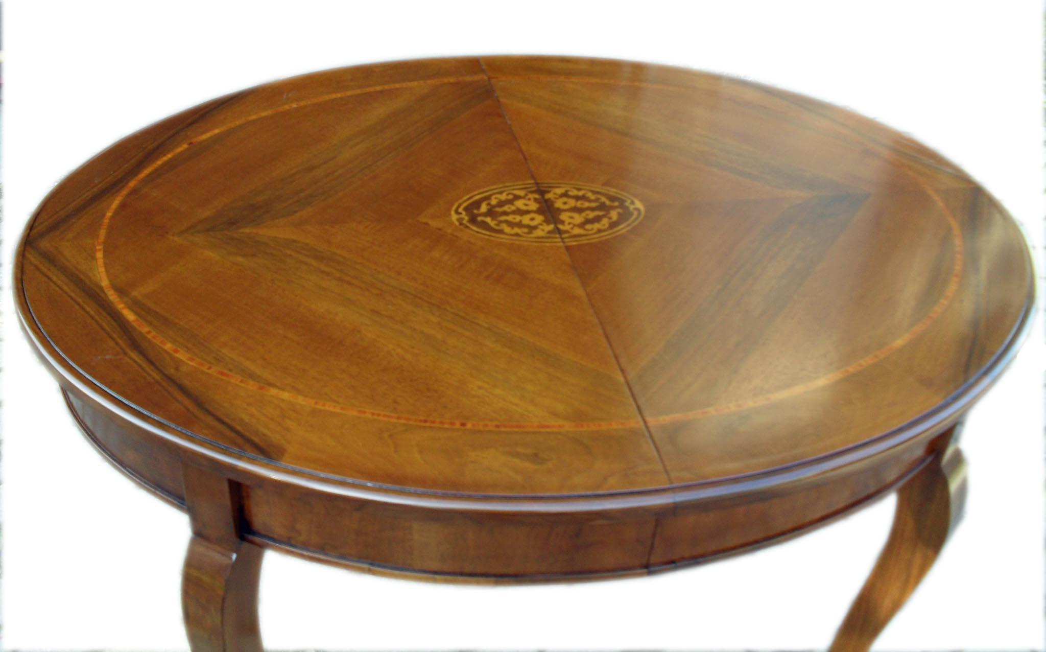Tavolo ovale allungabile classico con intarsio