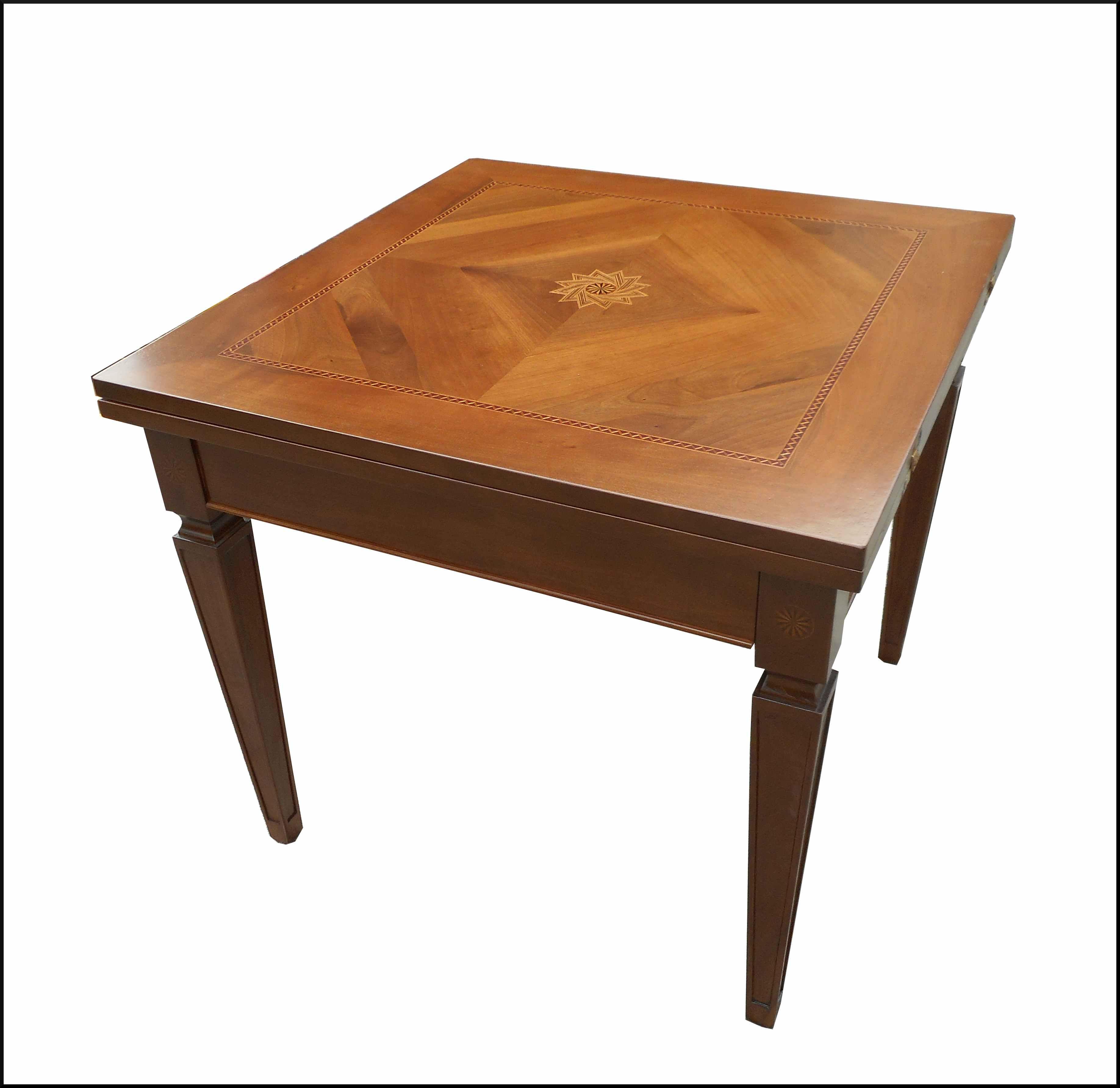 Particolare tavolo classico allungabile con piano intarsiato ...
